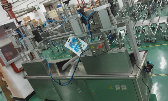 Double Heads Liquid Filling And Capping Machine